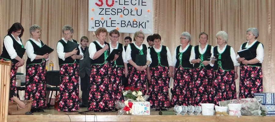Zespół śpiewaczy Byle-Babki w dniu jubileuszu