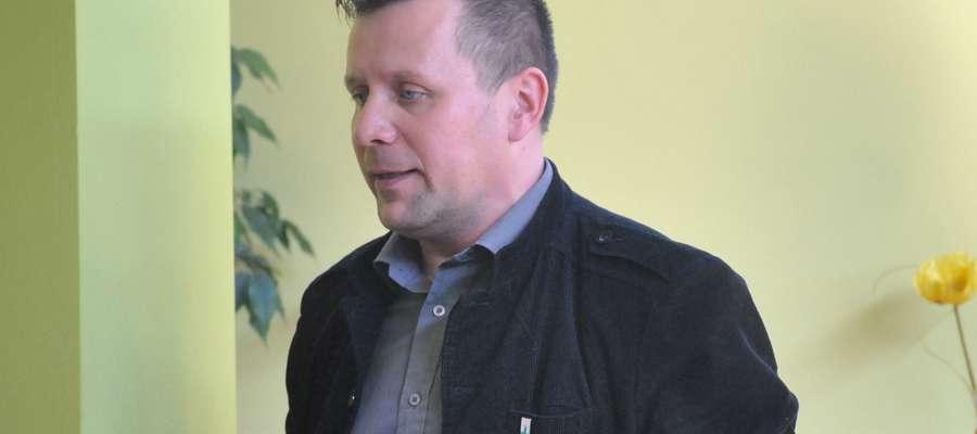 Jarosław Piechotka podczas sesji opowiedział o planach CSiR w Suszu. Poinformowałtakże radnych, z jakimi trudnościami spotkał się w momencie objęcia funkcji dyrektora