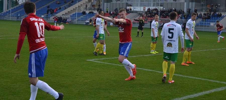 Krzysztof Filipek w meczu z Płomieniem trzykrotnie cieszył się po swoich golach