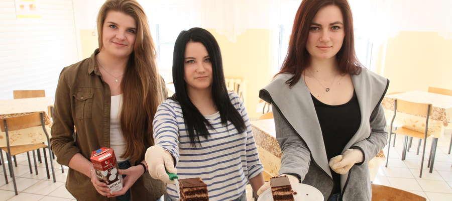 Podczas jednej przerwy sprzedaje się średnio 20 kawałków ciasta. Czuwają nad tym uczennice trzeciej klasy
