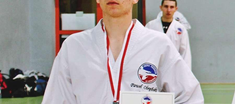 Paweł Obrębski w kategorii senior sięgnął po trzy medale:dwa srebrne i złoto