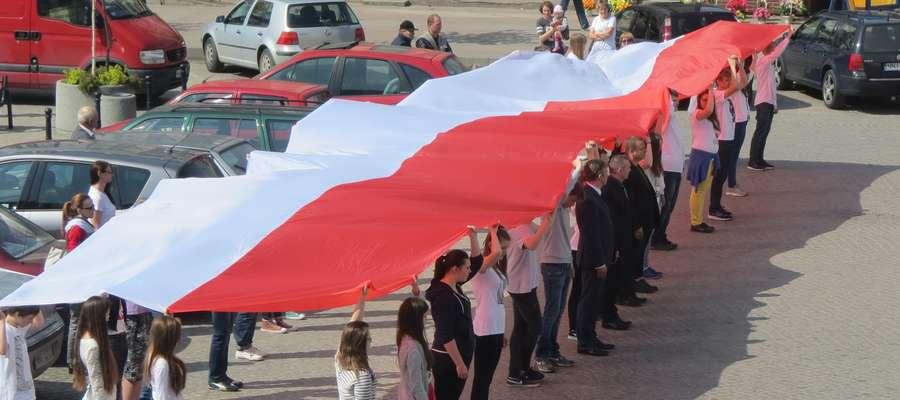 Gimnazjaliści z Jedynki przypomnieli o Święcie Flagi