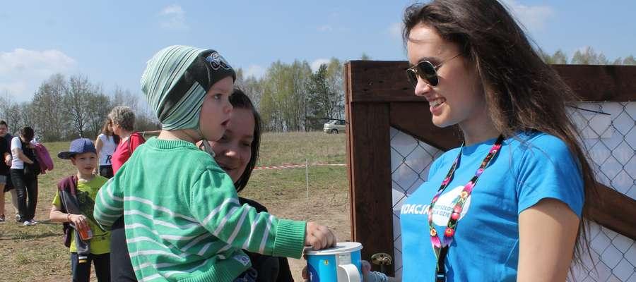 """Na rzecz Fundacji """"Przyszłośc dla Dzieci"""" tradycyjnie kwestowali wolontariusze"""