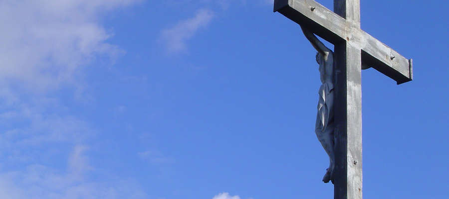 Bóg zwyciężył zło, grzech i śmierć. Czyni nasze życie nowym. Krzyż stał się znakiem zwycięstwa.
