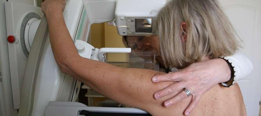 Mammografia jest jednym z niezbędnych elementów profilaktyki nowotworowej. Kobiety po 40. roku życia powinny ją wykonywać raz w roku, a decyzję o pierwszym takim badaniu podejmuje lekarz