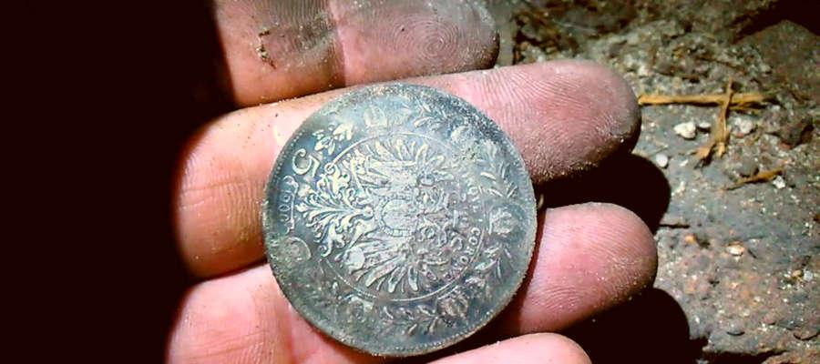 Jedna z monet znalezionych podczas prac ziemnych przy drodze Bajdyty - Łędławki.