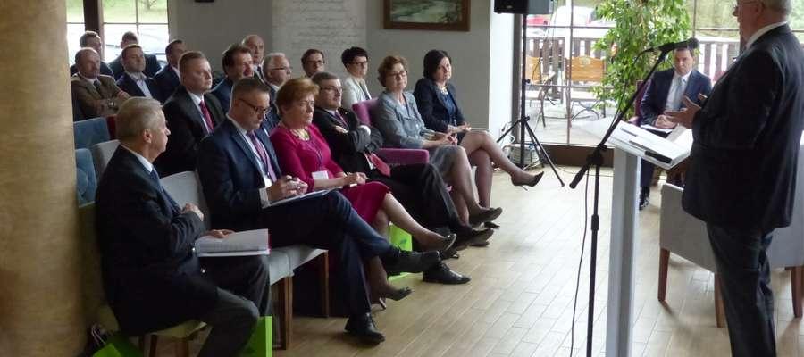 Prof. dr hab. Jerzy Wilkin poprowadził pierwszą sesję plenarną