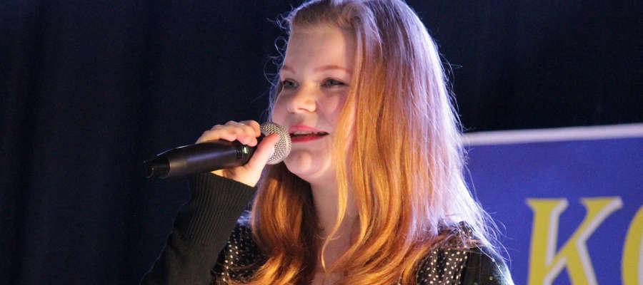 Emilia Szumska wyśpiewała II miejsce podczas konkursu Kocham Śpiewać Polskie Piosenki w Dobrym Mieście.