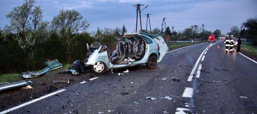 Do tragicznego wypadku doszło dzisiejszej nocy w podczerwińskiej Woli. Citroenem podróżowały trzy osoby, wszystkie zginęły na miejscu