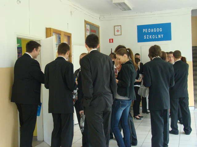 W tym roku więcej uczniów wybrało maturę i egzamin zawodowy jednocześnie - full image