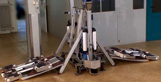 Robot odholuje źle zaparkowane auto - full image
