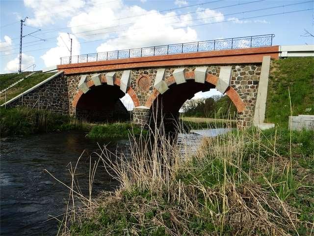 Pieczołowicie odremontowany most kolejowy nad Drwęcą - full image