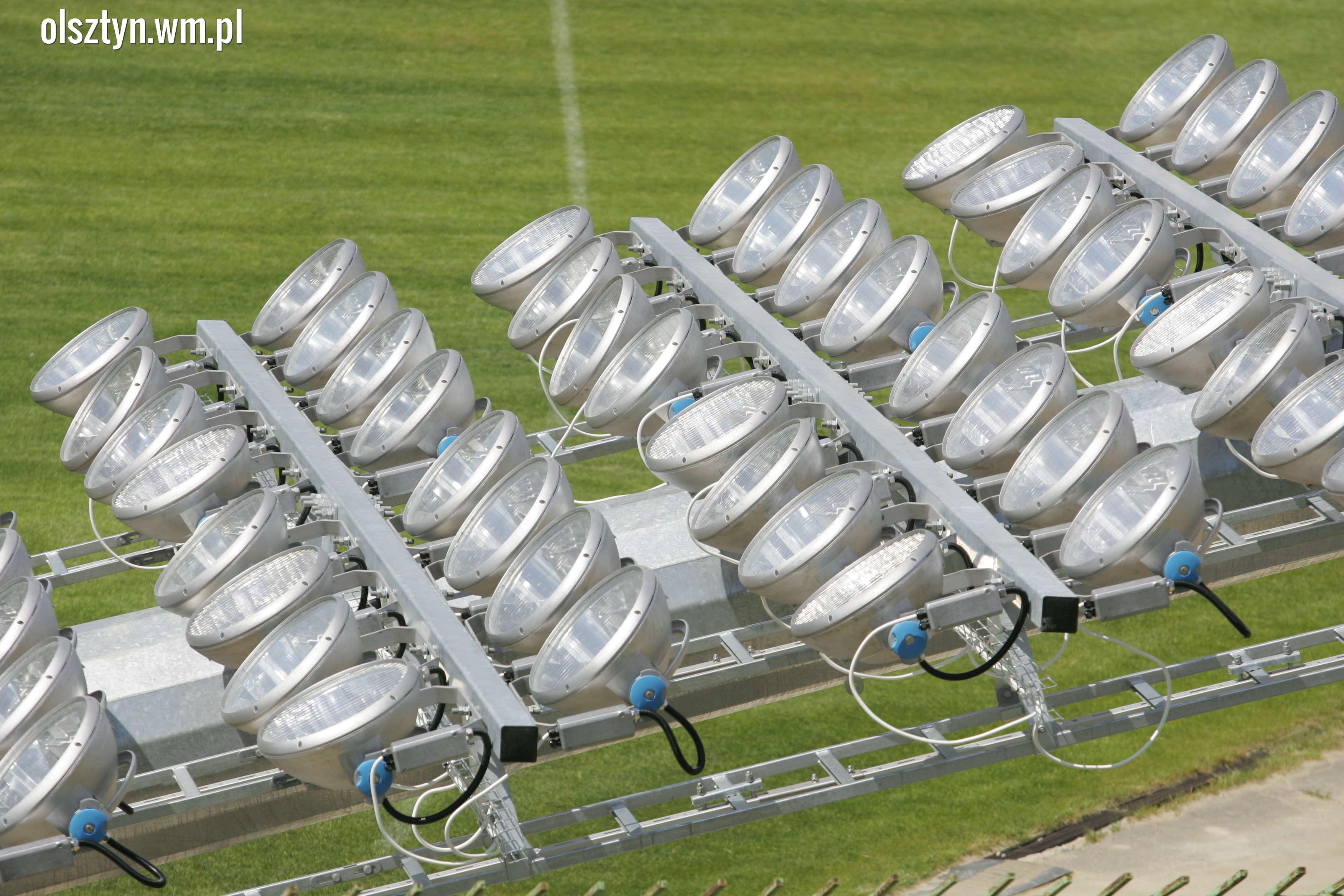 Montują Maszty Oświetleniowe Na Stadionie Stomilu Film I
