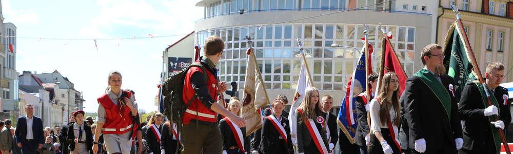Przemarsz ulicami Olsztyna w święto Konstytucji 3 Maja [PROGRAM]