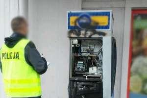 Policja szuka złodzieja, który włamał się do bankomatu