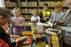 Szkoła, która zachęca do czytania i oszczędzania