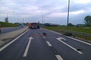Śmiertelny wypadek na DK 16. Motocyklista zderzył się z busem