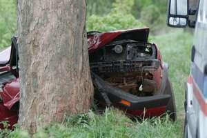 Dwie osoby zginęły w wypadku. Polonez uderzył w drzewo