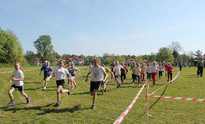 Uczniowie biegali w Starych Juchach