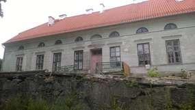 Pałac w Rybnie: wspomnienia pod liszajem czasu