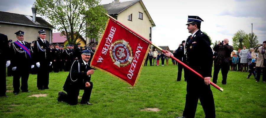 Strażacy z Będzymina otrzymali sztandar
