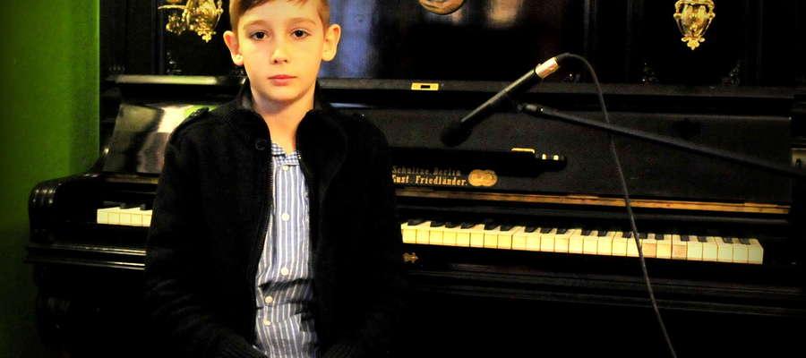 Krystian Staniszewski tuż po koncercie w Muzeum Małego Miasta. Chłopiec zaprezentował się publiczności z dobrej strony, za co otrzymał rzęsiste brawa