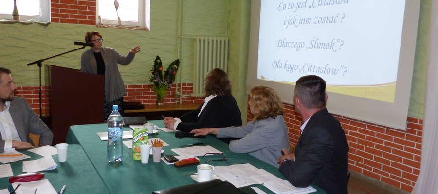 Na sesję została zaproszona Aneta Mazur, kierownik Wydziału Marketingu i Informacji Urzędu Miasta w Bartoszycach, która wyjaśniła sępopolskim rajcom na czy polega ruch Cittaslow i jakie są korzyści dla samorządów, które do niego przystępują