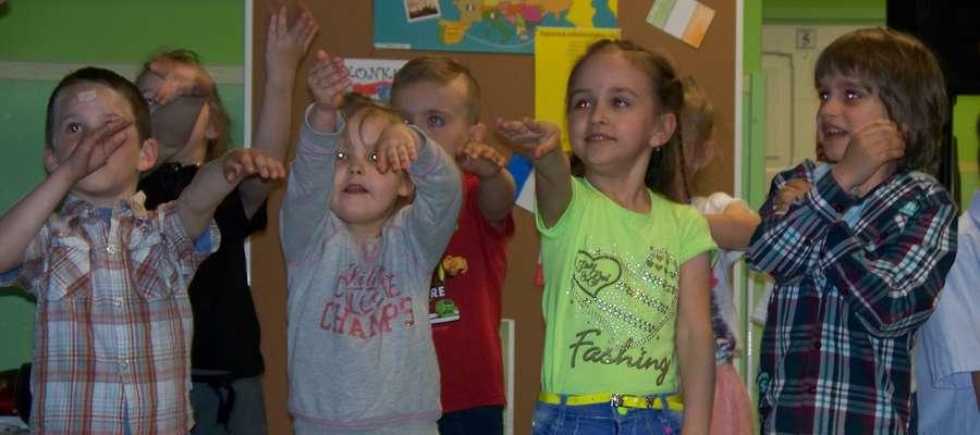 Dzieci wykonywały tradycyjne tańce krajów europejskich