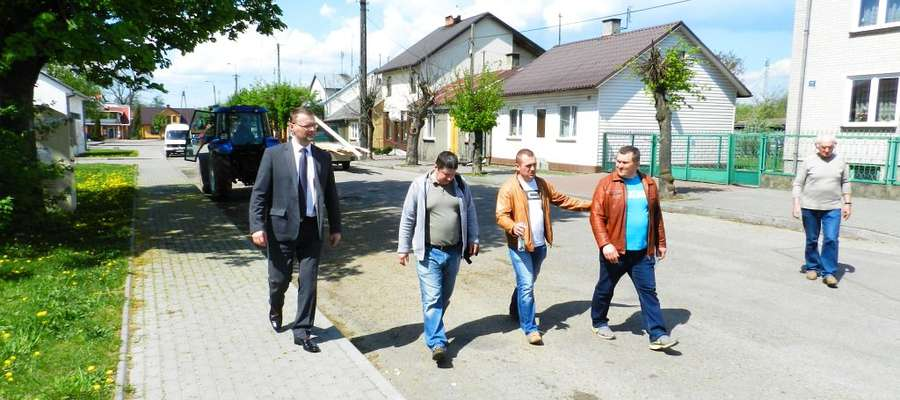 7 maja wójt Paweł Ruszczyński przekazał plac budowy firmie GUTBRUK