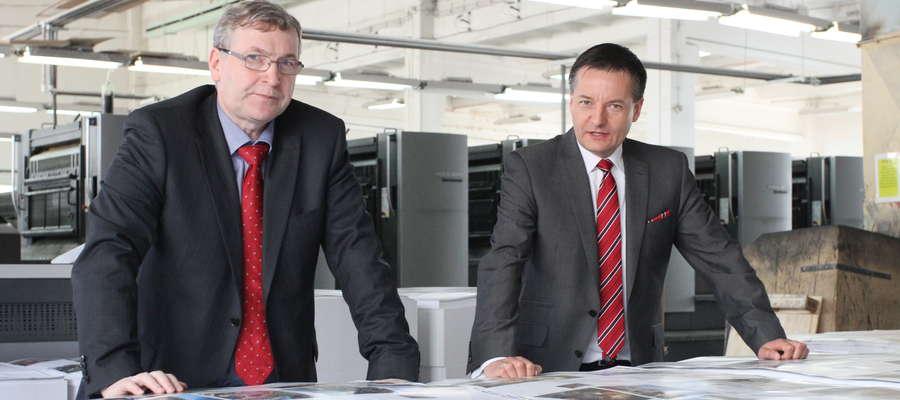 W hali produkcyjnej OZGraf (od lewej): Piotr Ciosk, prezes zarządu OZGraf, i Waldemar Lipka, przewodniczący Rady Nadzorczej OZGraf