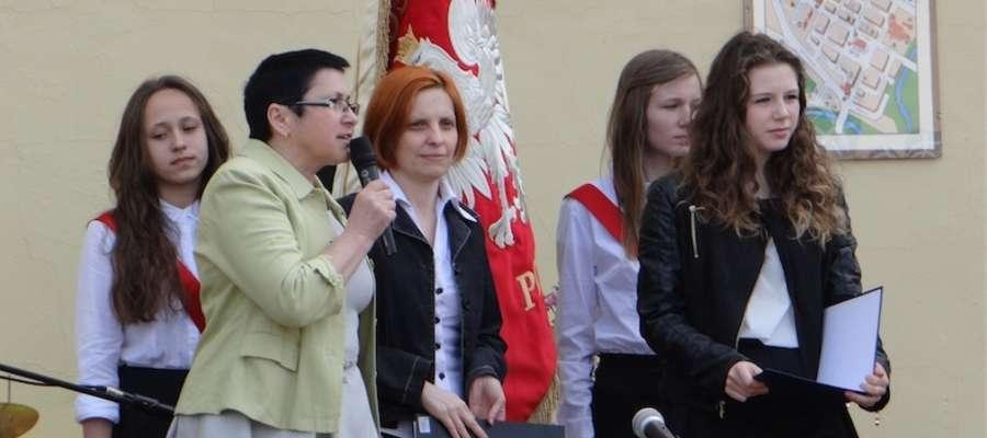 Gości oraz całą społeczność szkoły powitała Bożena Rutkowska-Marciniak, dyrektorka placówki