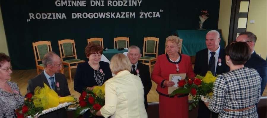 Wręczenie medali i upominków parom obchodzącym Złote Gody