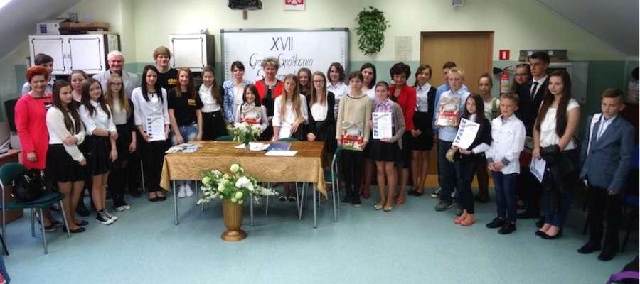 Uczestnicy XVII Gminnych Spotkań Samorządowych w szkole w Gwiździnach