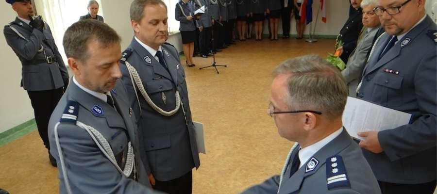 Gratulacje od komendanta wojewódzkiego policji dla obu nowych komendantów