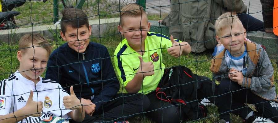 Młodzi kibice GKS-u Wikielec w sobotę cieszyli się z trzech punktów swojej drużyny zdobytych w meczu z Mamrami Giżycko