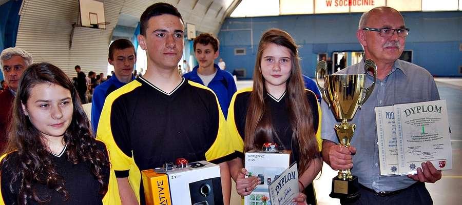 Zwycięska reprezentacja gimnazjalistów ze Starego Gralewa, która ponownie potwierdziła swój prymat w powiecie płońskim. Teraz czas na turniej rejonowy. Trzymamy kciuki!