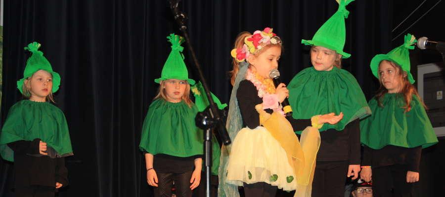 Jako pierwsze z przedstawieniem o tematyce ekologicznej wystąpiły dzieci z Przedszkola Miejskiego nr 4
