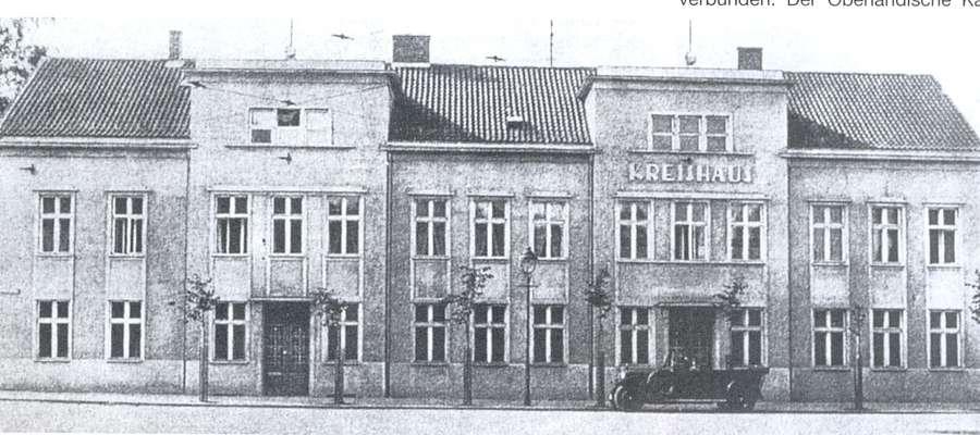 Siedziba Starostwa Powiatowego w latach trzydziestych XX wieku. Znajdowała się przy obecnym placu Grunwaldzkim. Dzisiaj jest tutaj stacja benzynowa