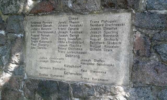 Pomnik poległych i cmentarz katolicki w Ramsowie - full image