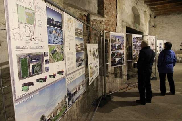 Tydzień z architekturą, Pokaz iluminacji budynku koszar Dragonów (30 maja ub.r.) - full image