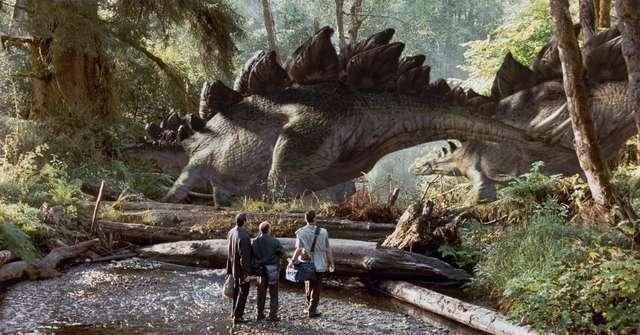 Świat dinozaurów, Bond w spódnicy i trzęsienie ziemi - złap bilet do kina! - full image