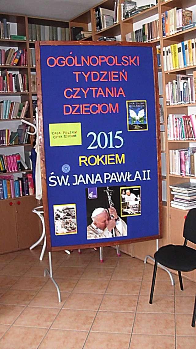 Klubowiczki DKK czytały dzieciom w bibliotece - full image