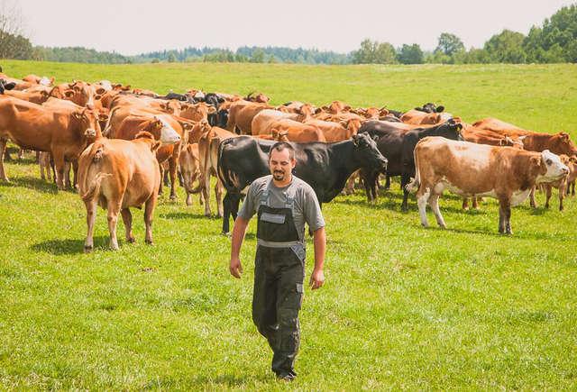 Gospodarstwo rolne Krzysztofa Baraniaka położone jest w małej miejscowości Sarnowo w powiecie lidzbarskim