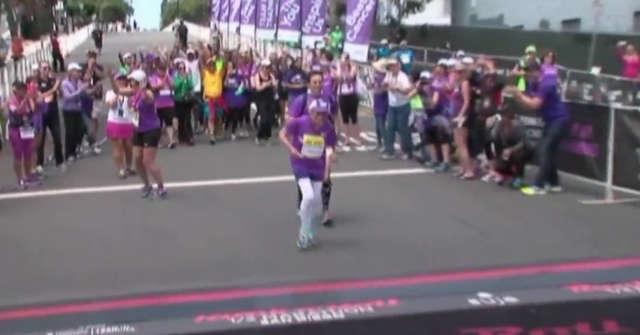 Dwa razy wygrała z rakiem i przebiegła maraton w wieku 92 lat - full image