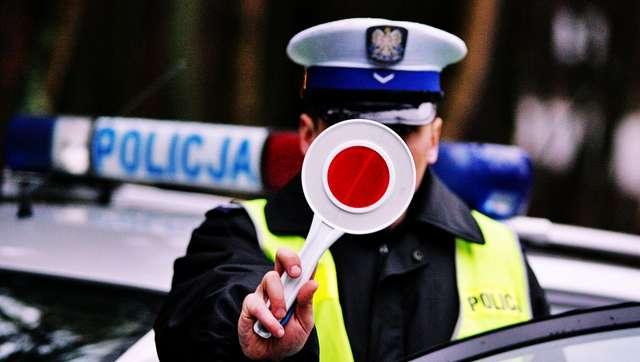 Zderzył się lusterkami i odjechał. Policja szuka świadków - full image