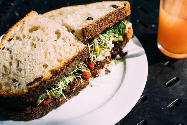 Zamiast kanapek – zdrowe i pyszne przekąski do pracy [PRZEPISY] - full image