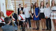 Ostrołęka: Uczniowie Gimnazjum nr 2 odebrali świadectwa szkolne