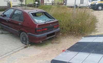 Wraki na ulicach Olsztyna zabierają miejsca parkingowe, cztery odholowali strażnicy