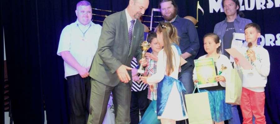 Burmistrz Korsz podczas wręczania nagród