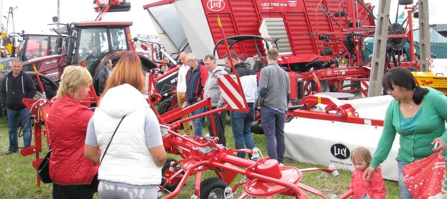 W Poświętnem co roku firmy prezentują nowoczesne ciągniki, kombajny, maszyny i urządzenia do produkcji rolnej